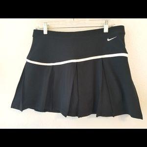 Nike NWT Black Flouncy Tennis Skort Medium